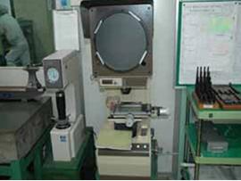 精密測定室 ロックウェル硬度計・投影機